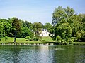 Château de Chantilly, petit parc, vue sur le château de St-Firmin avec le bassin hexagonal.jpg