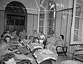 Cocktailparty bij het Vrouwenkorps, Bestanddeelnr 10044.jpg