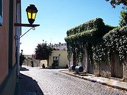 Colonia del Sacramento calle típica.JPG