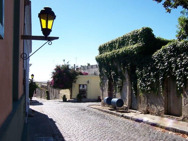 Colonia del Sacramento calle típica