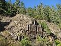Columnar basalt along North Umpqua river (3022316328).jpg