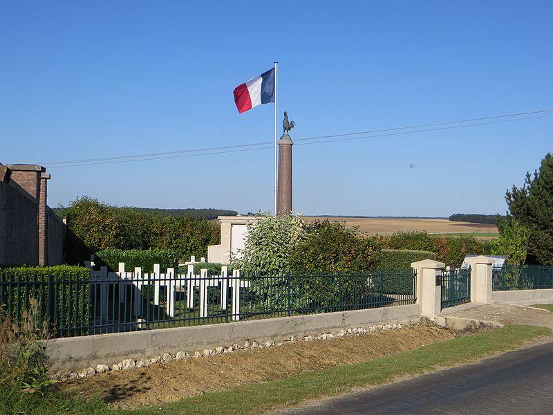 Vue générale de la nécropole nationale à l'entrée du cimetière