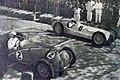 Départ du Grand Prix de Pau 1938, devant le vainqueur René Dreyfus sur Delahaye, derrière Caracciola sur Mercedes.jpg