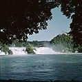 De waterval bij Schaffhausen met rechts Schloss Laufen, Bestanddeelnr 254-6020.jpg
