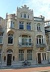 foto van Buitengewoon rijke architectuur in art-nouveau stijl, nog vrijwel volledig intact