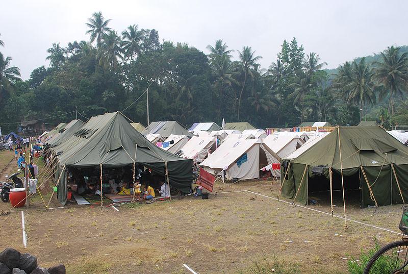 File:Displacement camp near Mount Merapi (10693070073).jpg