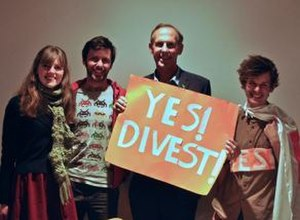 Fossil fuel divestment - Fossil Free ANU campaigners with Bob Brown