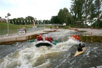 Nederlands: Recreatief kanoën en raften bij Du...