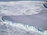 Edge of Venable Ice Shelf (26376304768).jpg