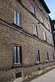 Eichenstraße Arbeiterwohnhäuser Fassade am Sonnenlicht.jpg