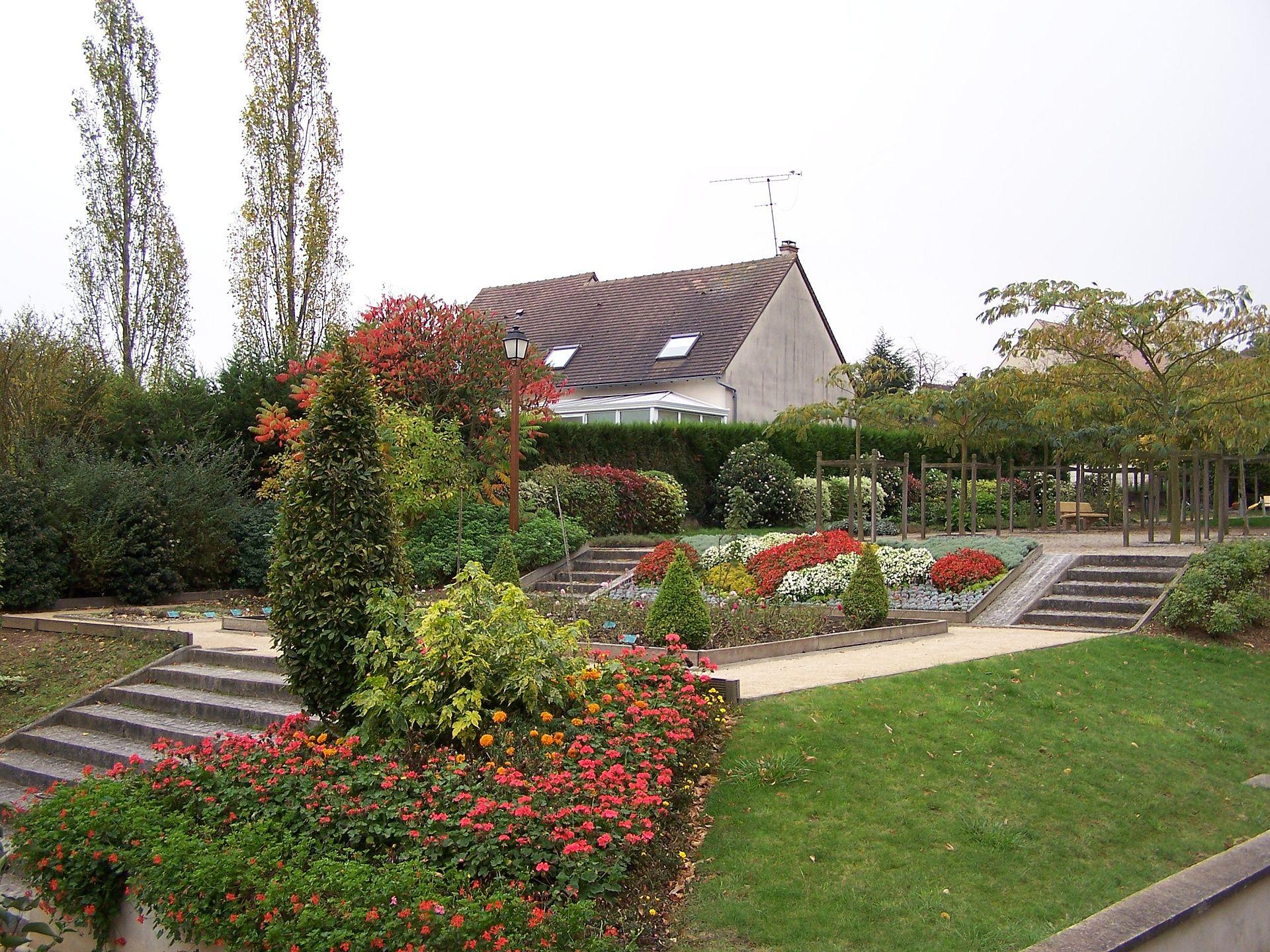 Jardin des cinq sens wikip dia for Jardin 44 des 5 sens