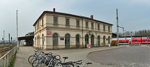 Pirna station -  View of the station building, on the north side (right) are platforms 1–3, from which the trains of the Dresden S-Bahn operate. From the south side (platform 4, left), the trains run via Dürrröhrsdorf to Neustadt. The lines to Großcotta and Bad Gottleuba formerly began here.