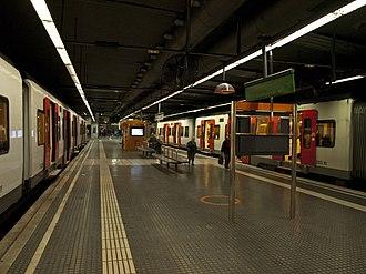 Plaça d'Espanya station - Image: Espanya Line L8