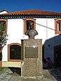 Estátua do Dr. Daniel de Matos - Vila Nova de Poiares - Portugal (3215807455).jpg