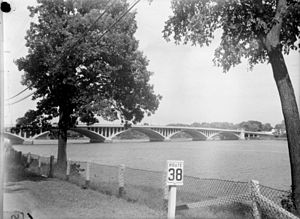Viau Bridge - Image: Feature. Ahuntsic. Viau B An Q P48S1P16556
