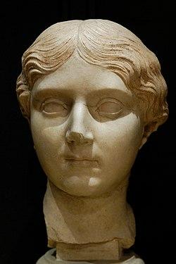 Female portrait Musei Capitolini MC922.jpg