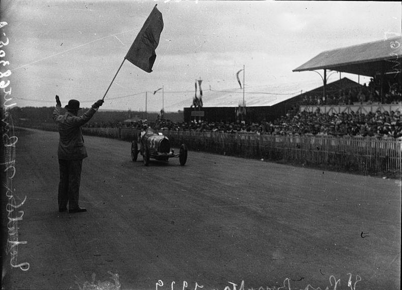 File:Finish of the 1929 Bugatti Grand Prix.jpg