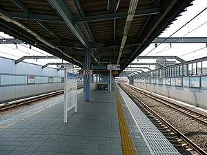 Fujimidai Station - Image: Fujimidai Station platform 200806