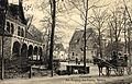 Georg Kugelmann PC 0548 Hannover Am Eingang des Zoolog. Gartens, Bildseite mit Pferdekutschen (Einspänner) und Hunden, dem ehemaligen Zoo-Eingang am Schiffgraben und ehemaliger Villa an der Hindenburgstraße.jpg