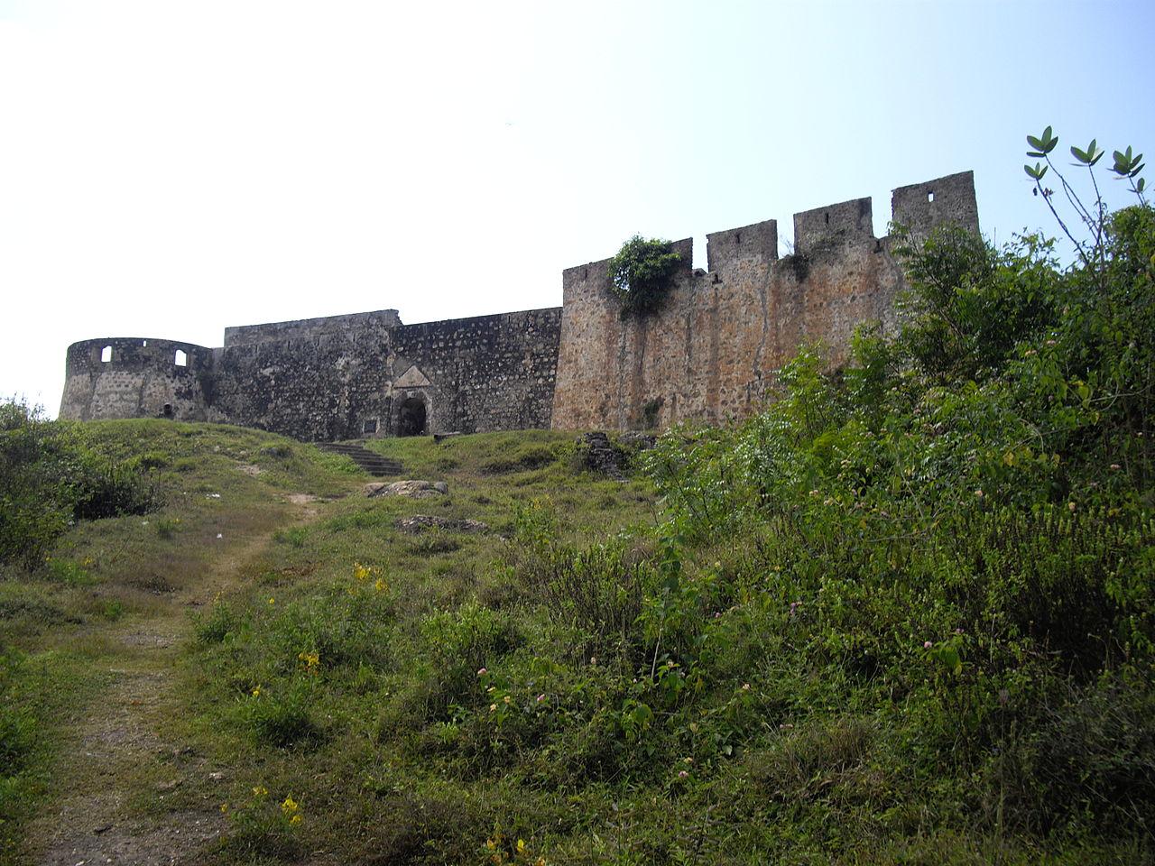 File:Ghana, Abandze, Fort Amsterdam (Cormantijn), Hoofdingang