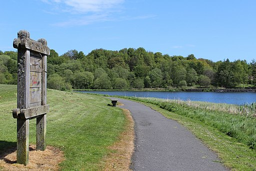 Glenboig Village Park and Garnqueen Loch (geograph 4492303)