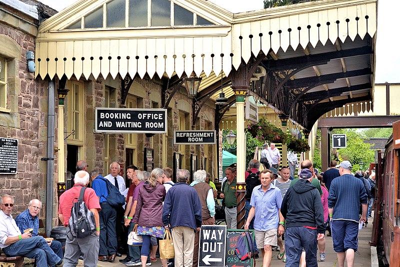 File:Gloucestershire Warwickshire Railway (GWR) (25341566547).jpg
