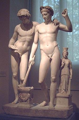 Castor and Pollux (Prado) - Image: Grupo de San Ildefonso (Museo del Prado) 02