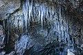 Gruppo di stalattiti dentro la grotta.jpg