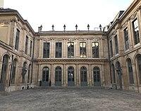 Hôtel d'Évreux, cour 01.jpg