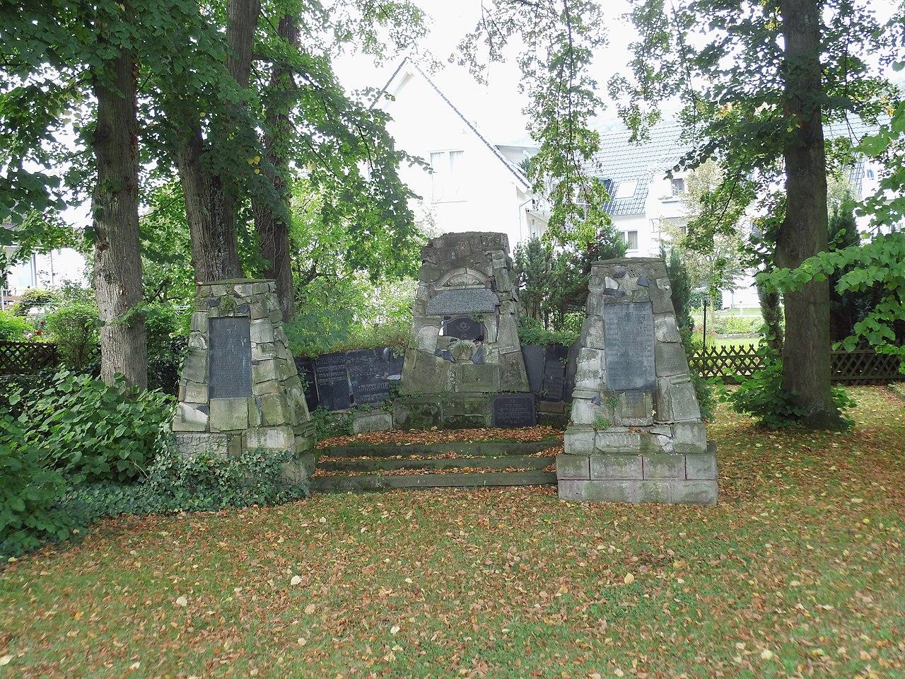 Höxter, Gartenstraße, Jüdischer Friedhof, Mahnmal.jpg