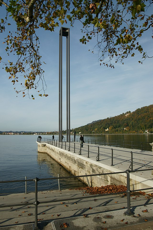 Bregenz harbour entrance lights