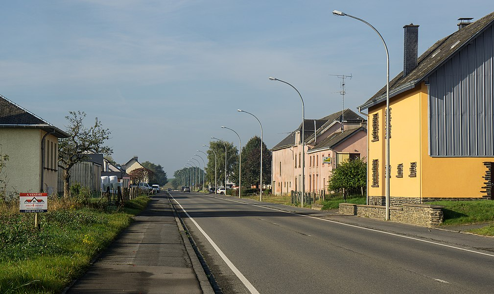 The main road (N12) in Hamiville