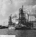 Havengezichten Rotterdam, graan lossen met elevators, Waalhaven, Bestanddeelnr 918-1743.jpg