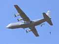 Hercules en parachutisten op Ginkelse heide 19 september 2009.jpg