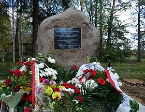 Gustaw Herling-Grudziński - Monument to Herling-Grudziński in Yertsevo with Poland's wreaths, 2009