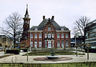 Radboud University Nijmegen - Heyendaal castle (now serving as the Faculty Club of the university) is of old the center of Heyendaal estate, where later on most Radboud University buildings have been established.