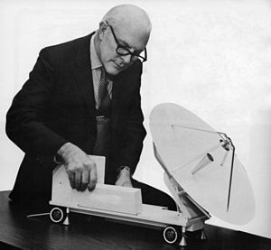 Hubert Schlafly - Schlafly with a model of the portable earth station he designed for the first satellite transmission of a cable television signal