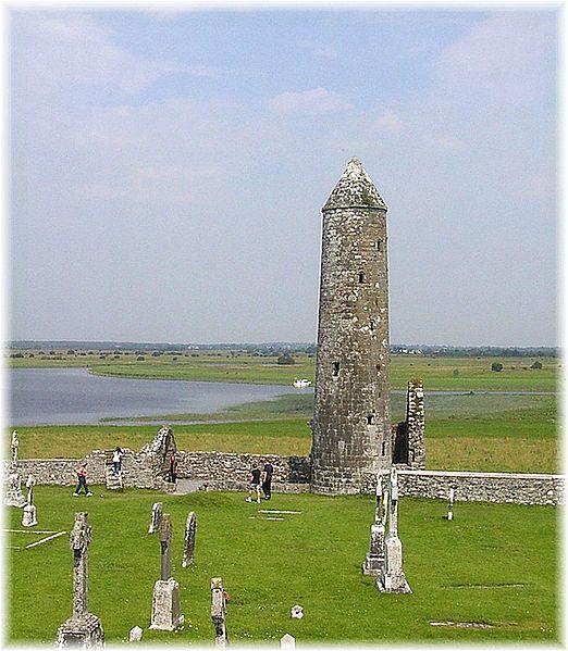 522px-IRL_2003_Clonmacnoise_Turm.jpg