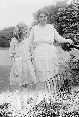 Ralph H. Cameron - Ida May Spaulding Cameron with daughter Catherine (c. 1921)