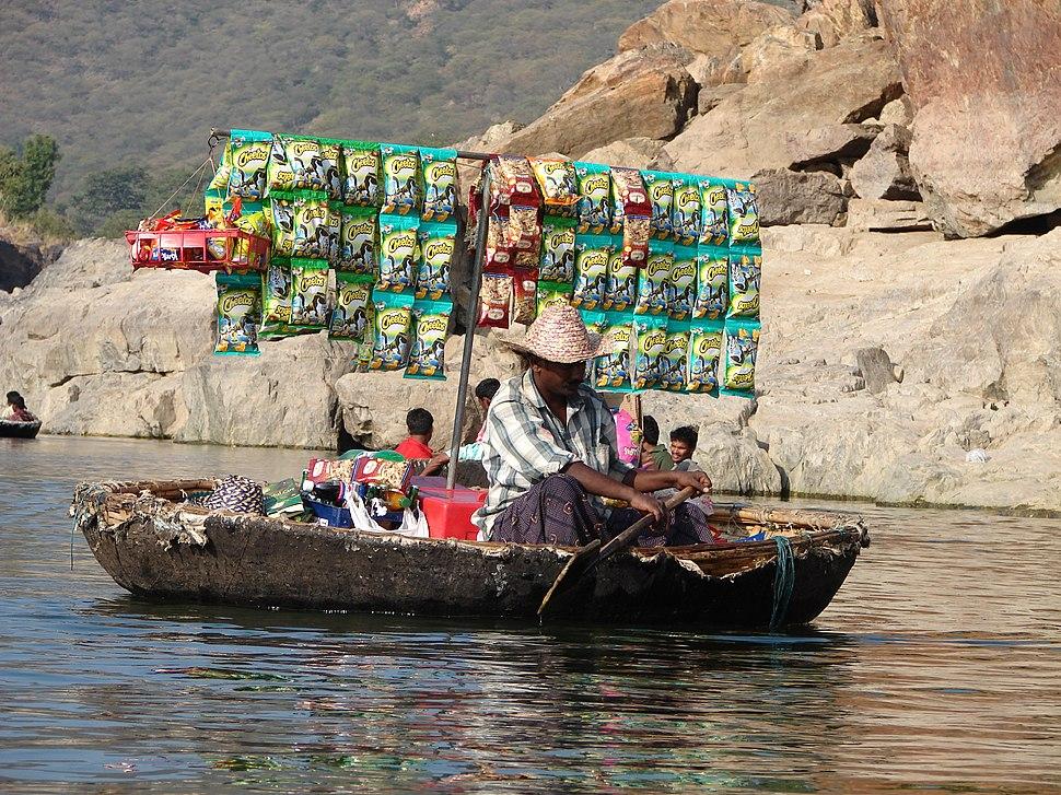 India-TamilNadu-Hogenakkal-falls-Coracle-Cafeteria