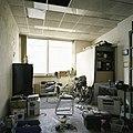 Interieur, overzicht van het interieur van een kantoortje op de begane grond - Maastricht - 20385977 - RCE.jpg