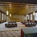 Interieur eerste verdieping, overzicht voormalige raadzaal met betimmeringen en meubilair van Willem Penaat uit 1924-1926 - Amsterdam - 20321033 - RCE.jpg