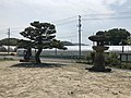 Ippommatsu Pine Tree and stone lantern on Innoshima Island.jpg