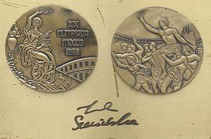 Irena Szewińska - Image: Irena Szewinska medal & autograph