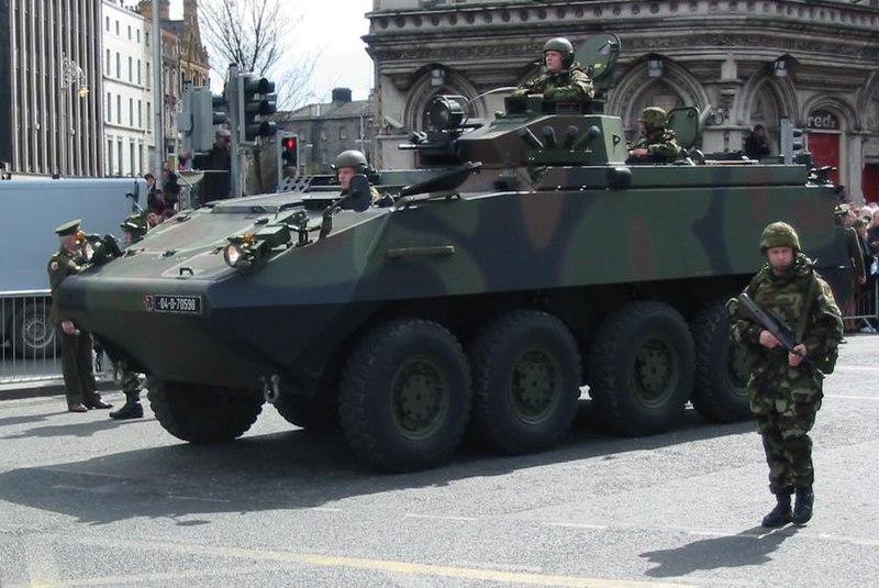 Ficheiro:Irish Army Mowag Piranha.jpg