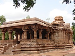 Jain Narayana temple1 at Pattadakal.jpg