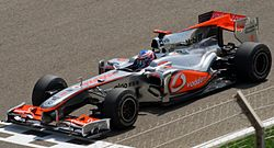 Jenson Button w bolidze McLaren MP4-25 podczas GP Bahrajnu
