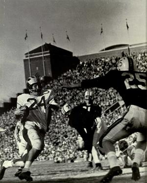 Jim Van Pelt - Van Pelt in 1957 against Minnesota at old Memorial Stadium