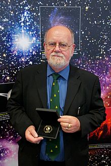 John Brown receivin the Gowd Medal o the Ryal Astronomical Society