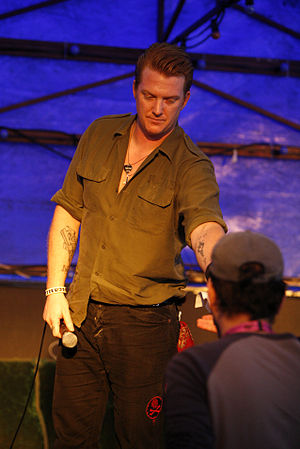 AM (Arctic Monkeys album) - Josh Homme provided background vocals to two songs on AM.